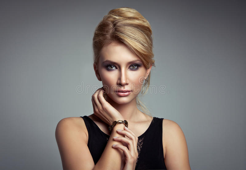 Belle femme blonde images stock