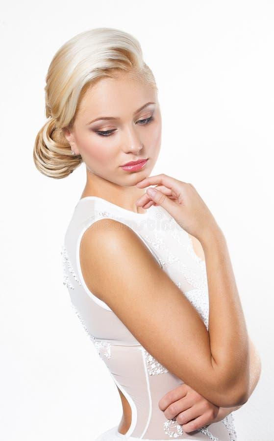 belle femme blonde avec la coiffure photo stock image du moderne haut 36237698. Black Bedroom Furniture Sets. Home Design Ideas