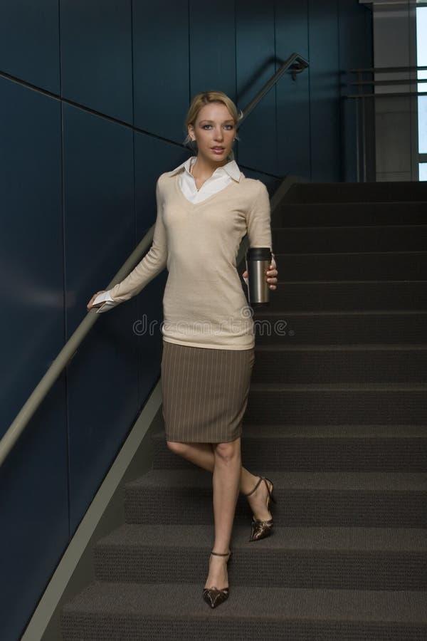 Belle femme blonde d'affaires photographie stock libre de droits