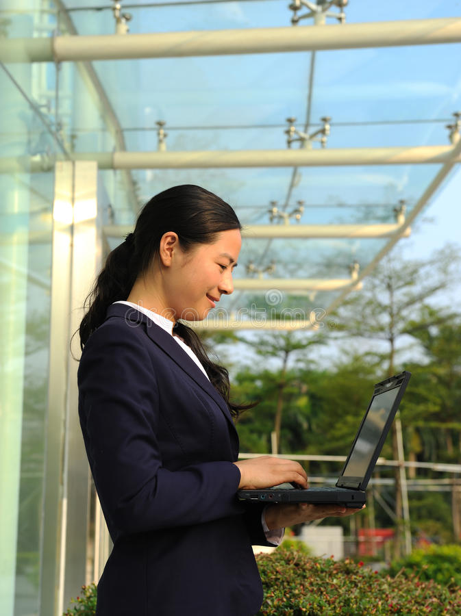 Belle femme d'affaires asiatique photo libre de droits