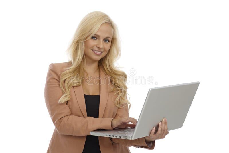 Belle femme d'affaires avec l'ordinateur portable photo stock