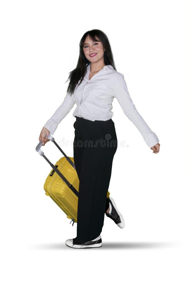 Belle femme d'affaires avec le bagage dans le studio photo libre de droits