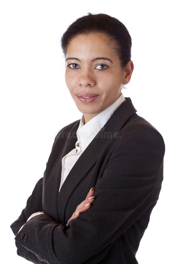 Belle femme d'affaires avec les bras croisés photographie stock