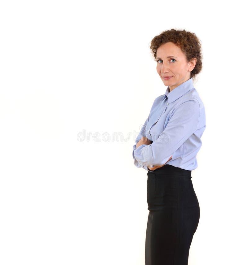 Belle femme d'affaires mûres d'isolement au-dessus du fond blanc photos stock