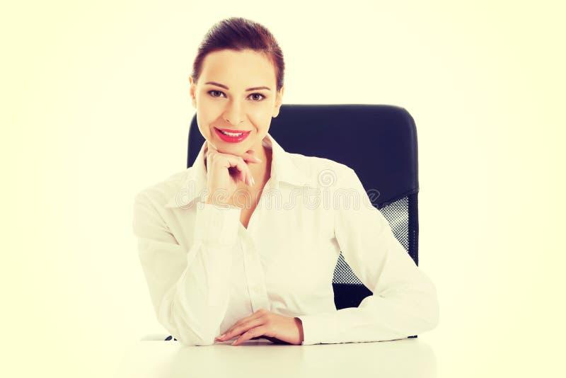 Belle femme d'affaires, patron se reposant sur une chaise photos libres de droits