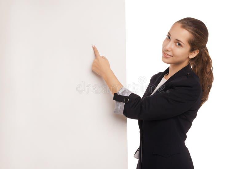 Belle femme d'affaires tenant le panneau d'affichage vide photographie stock