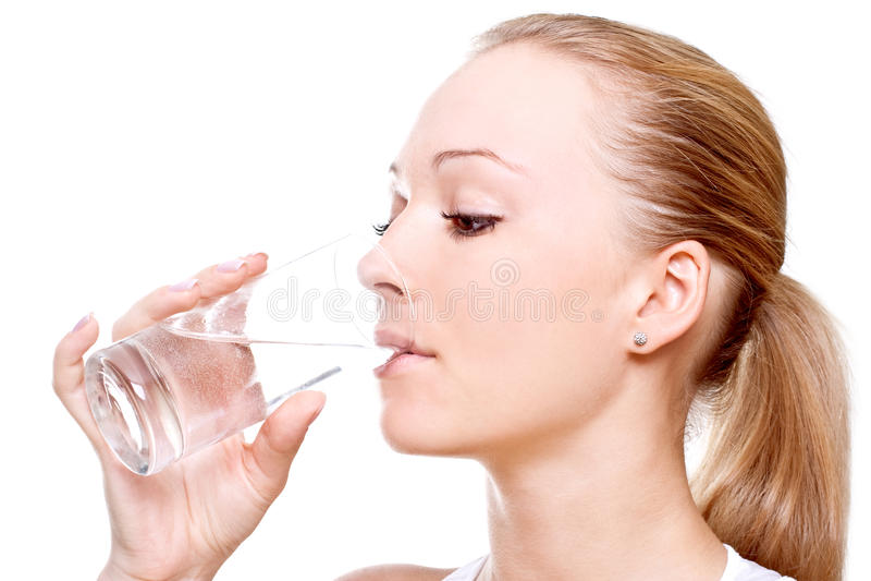 belle femme d'eau potable photo stock