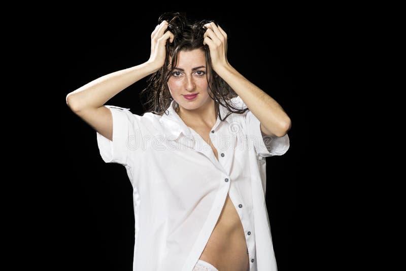 Belle femme dans la chemise photos stock