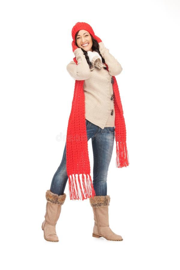Belle femme dans le chapeau, le silencieux et des mitaines image libre de droits