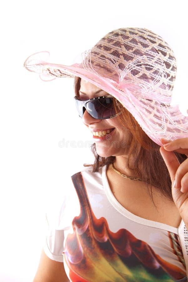 Belle femme dans le chapeau rose photographie stock