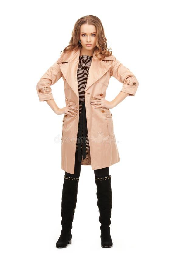 Belle femme dans le manteau photographie stock