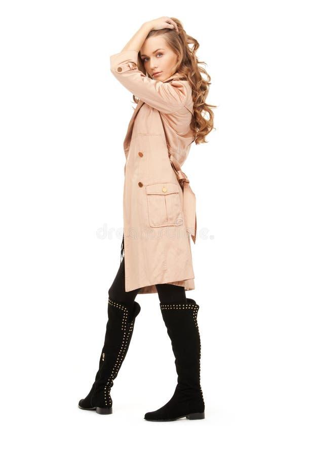 Belle femme dans le manteau images libres de droits