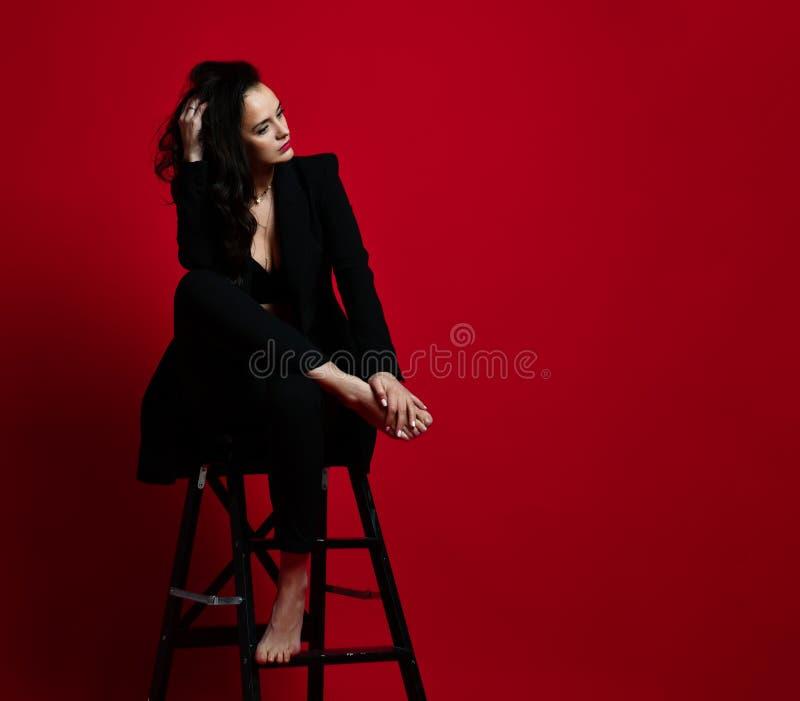 Rouge Dans Belle Le À Moderne Femme Élégant Lèvres kXZOuPi