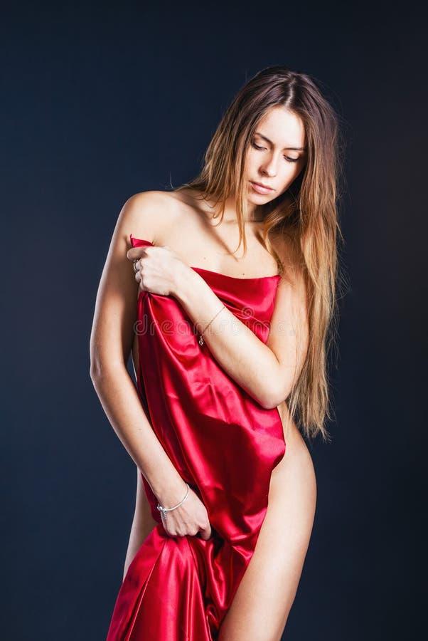 Belle femme dans le tissu photographie stock
