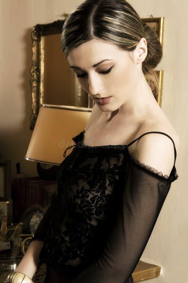 Belle femme de brune