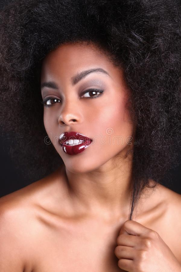 Belle femme de couleur d'Afro-américain photographie stock libre de droits