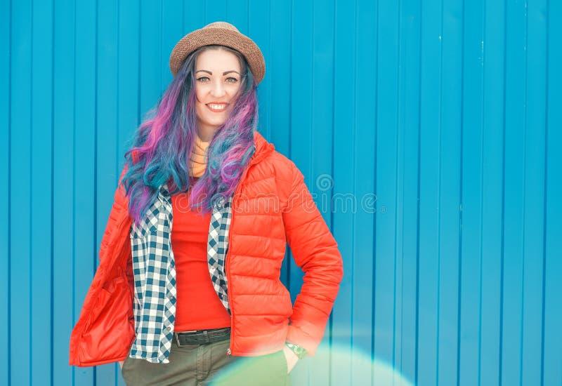 Belle femme de hippie de mode avec les cheveux colorés photographie stock
