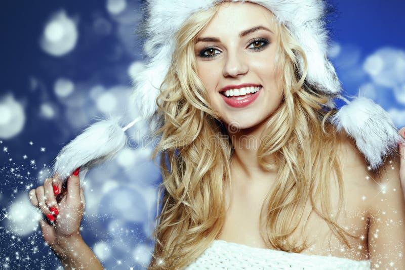 Belle femme de l'hiver photos stock