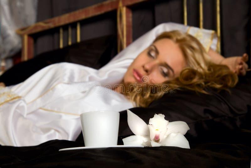 Belle femme de sommeil photos libres de droits