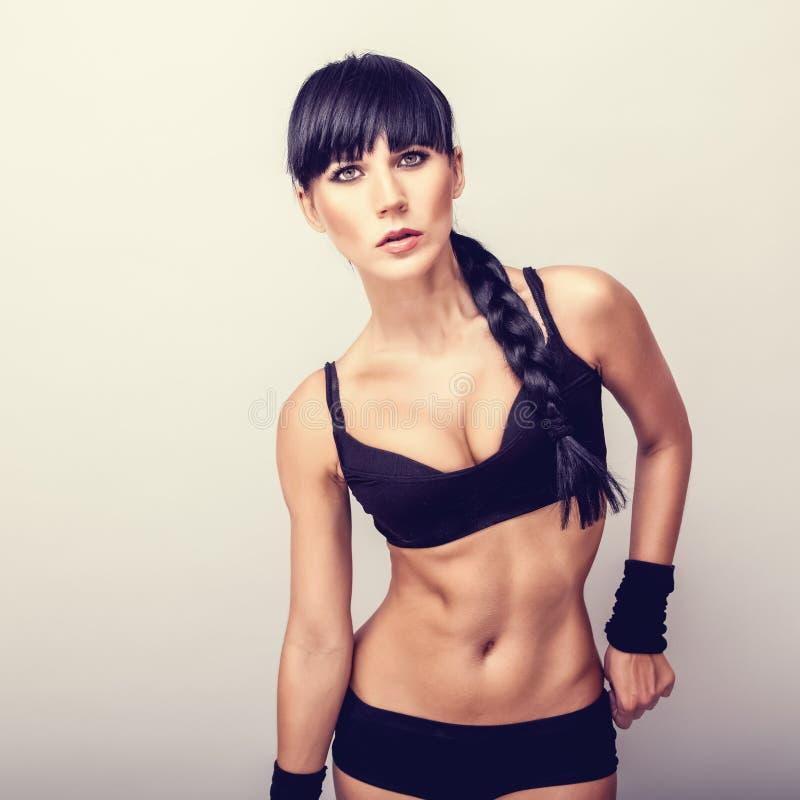 Belle femme en bonne santé de forme physique photos libres de droits