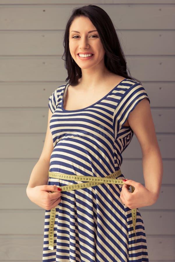 Belle femme enceinte image stock