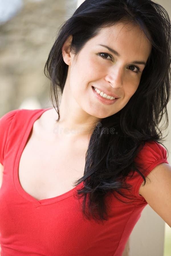 Belle femme hispanique image stock