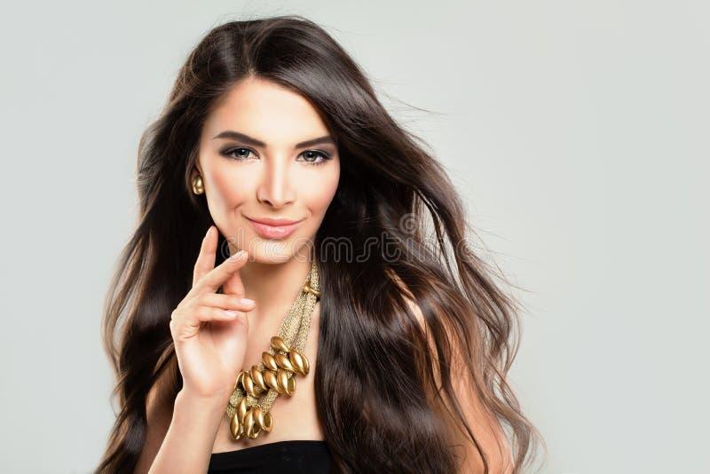 Belle femme hispanique de mannequin image stock