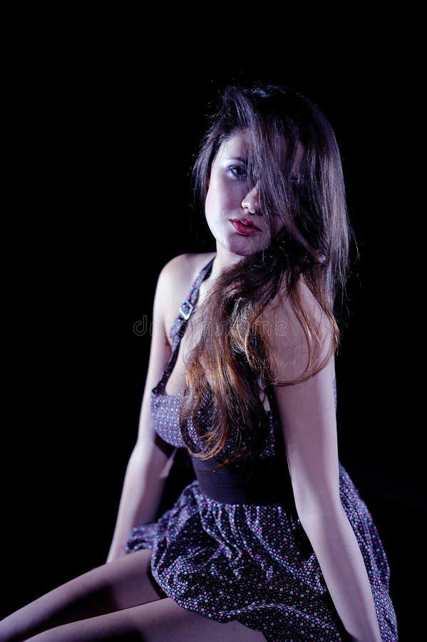 Belle femme modèle sexy avec le long cheveu sain photo libre de droits