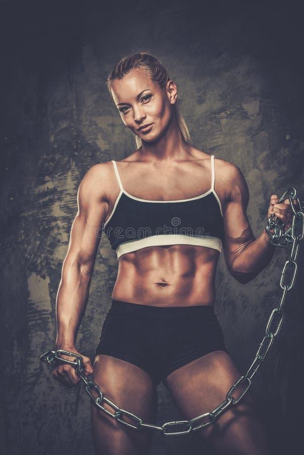 Belle femme musculaire de bodybuilder images libres de droits