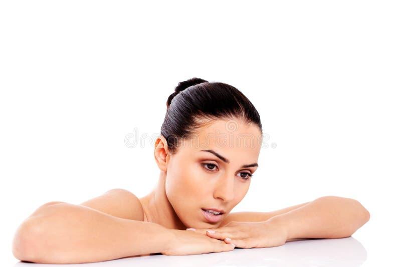 Belle femme nue d'isolement sur le fond blanc images libres de droits