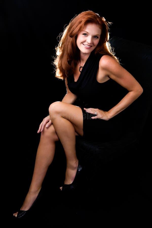 Belle femme rouge de cheveu images stock