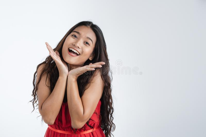 Belle femme sentant enthousiaste très heureux photo libre de droits
