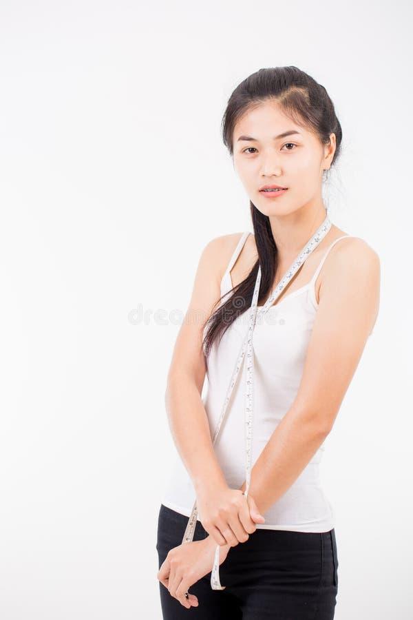 Download Belle Femme Sportive Avec La Mesure Photo stock - Image du estomac, waistline: 87706174