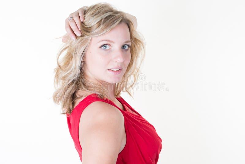 belle femme sur la main blanche de fond dans des poils blonds photos libres de droits