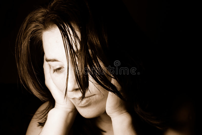 Belle femme triste image stock