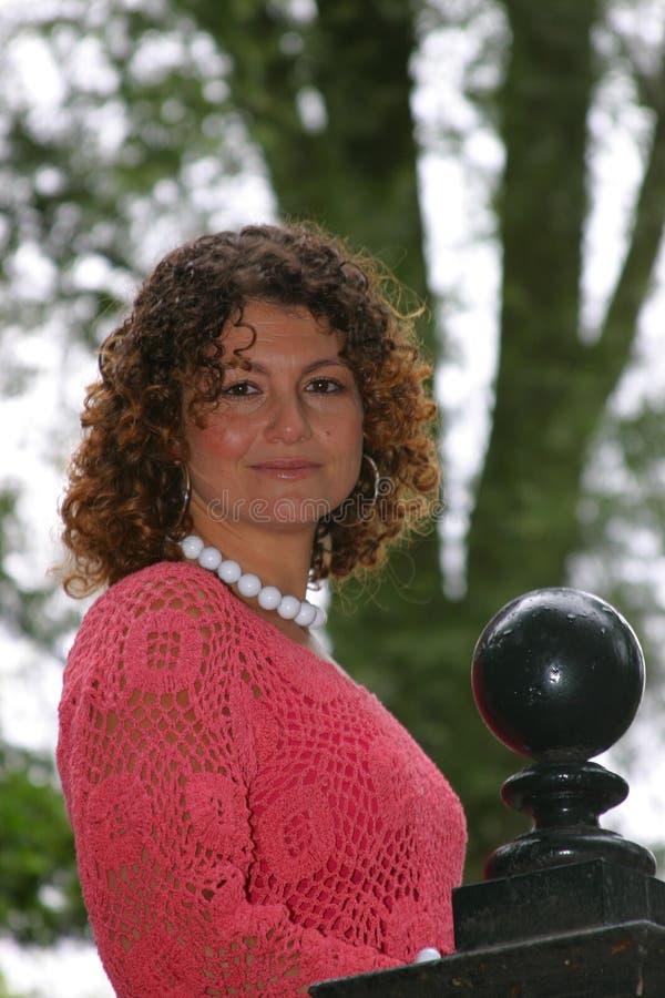 Belle femme tunisienne de sourire photographie stock libre de droits