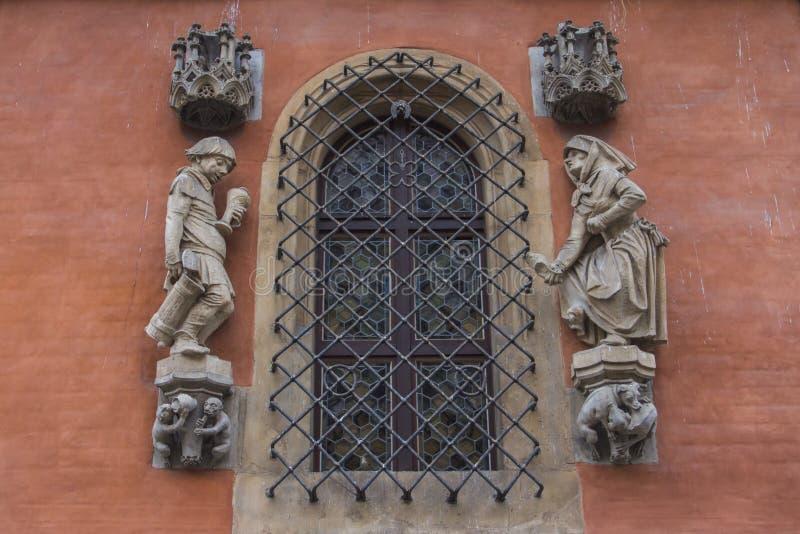 Belle fenêtre dans la maison médiévale historique à Wroclaw poland photos stock