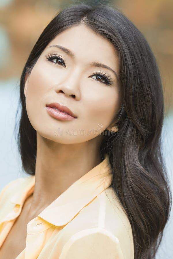 belle fille asiatique chinoise de jeune femme photo stock image du normal beau 78516352. Black Bedroom Furniture Sets. Home Design Ideas