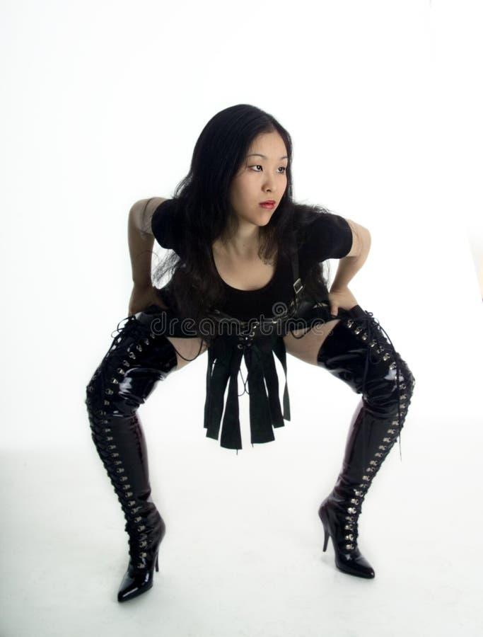 Belle fille asiatique dans des vêtements d'imagination photos stock
