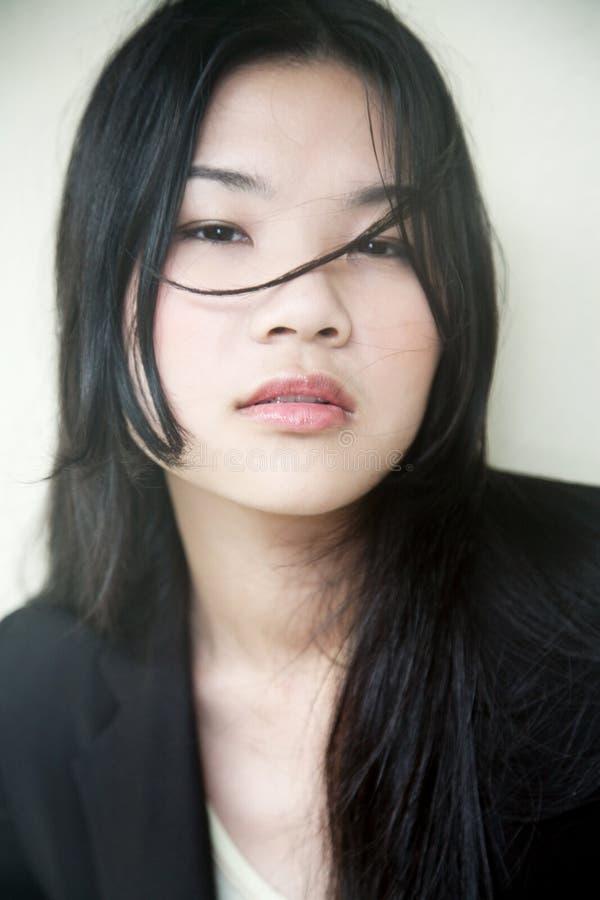 belle fille asiatique dans le noir photo stock image du fille charme 9179424. Black Bedroom Furniture Sets. Home Design Ideas