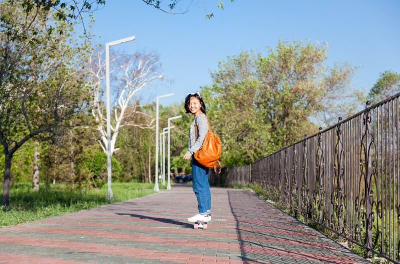Belle fille asiatique de 15-16 années, adolescente millenial sur s image stock