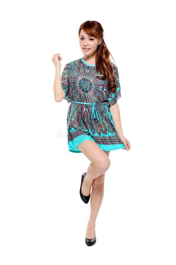 Belle fille asiatique de modèle de mode dans la robe moderne photographie stock
