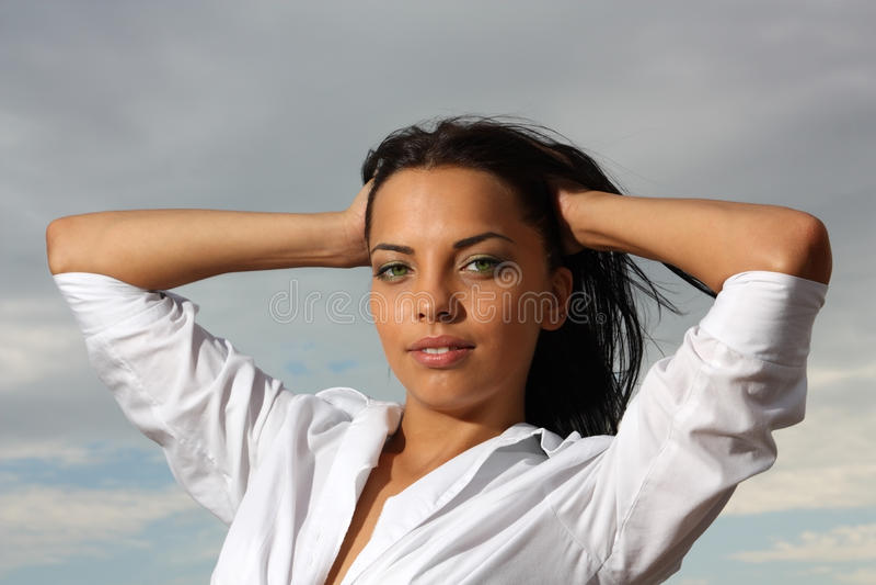 Belle fille aux yeux verts photo libre de droits