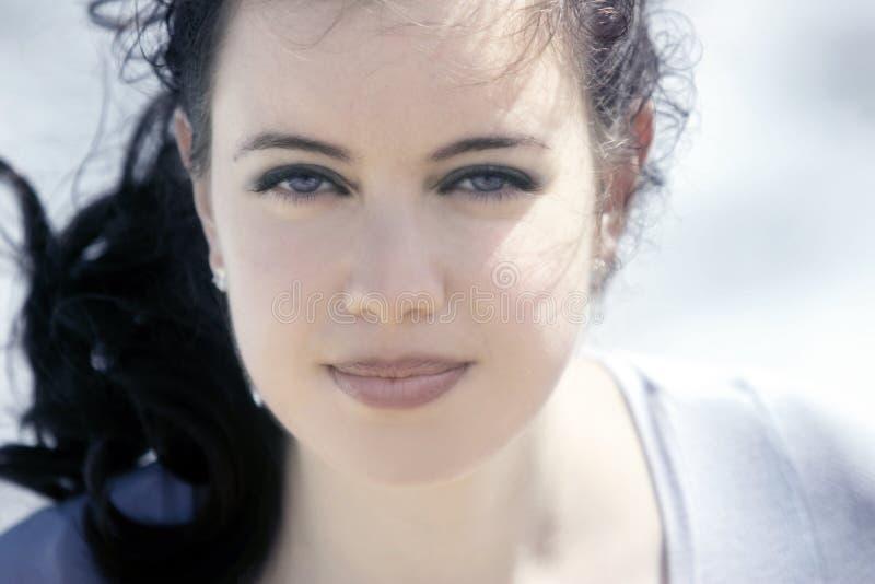 Belle fille avec des œil bleu photographie stock