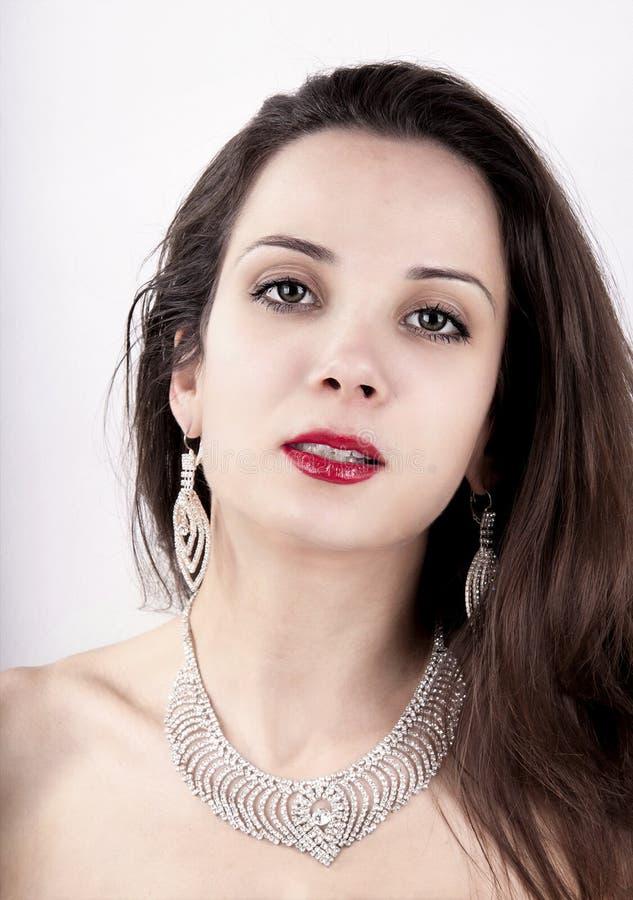 Belle fille avec des bijoux Un ensemble de bijoux pour la femme, neckla images libres de droits