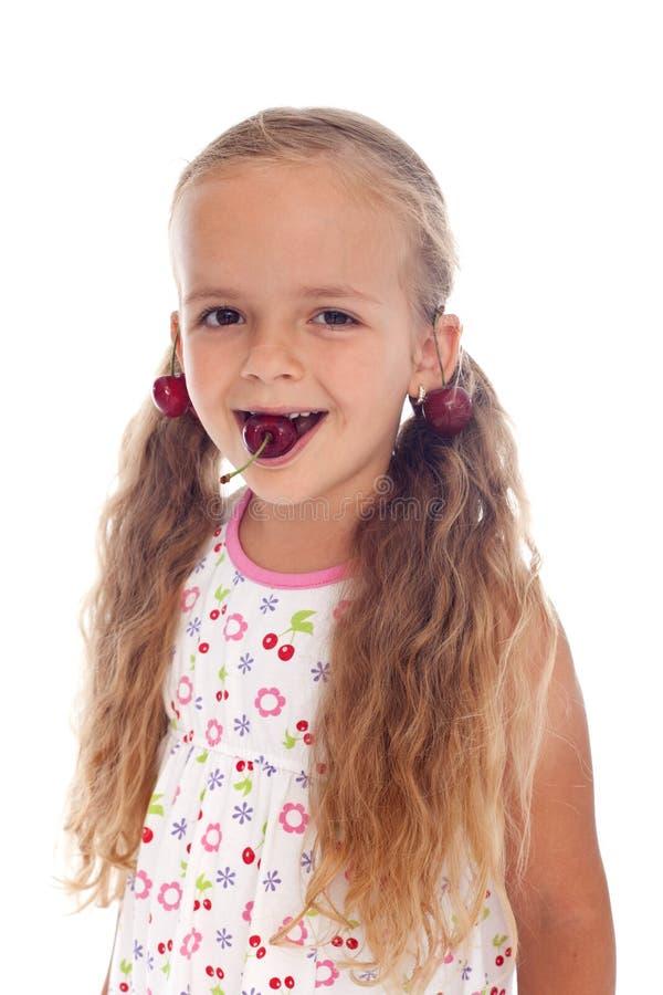 belle fille avec des boucles d 39 oreille de cerise photo stock image du enfance beaut 20115474. Black Bedroom Furniture Sets. Home Design Ideas