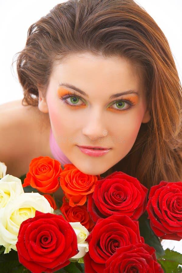 Belle fille avec des fleurs photographie stock libre de droits