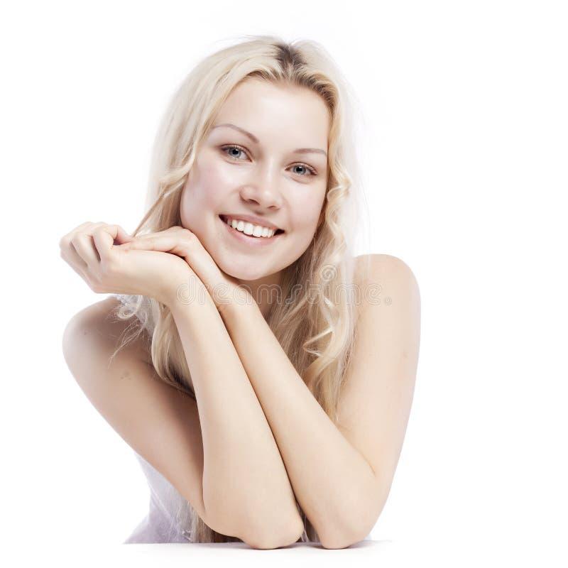 Belle fille avec le joli sourire images stock