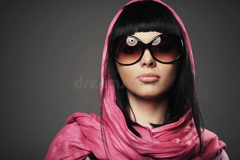 Belle fille avec le portrait de châle image libre de droits