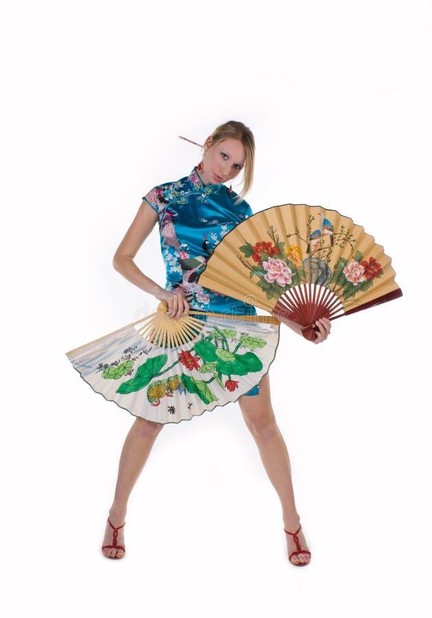 Belle fille avec le ventilateur japonais image stock